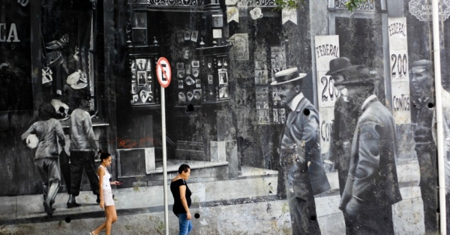 27mar2013---grafite-que-lembra-uma-fotografia-antiga-pode-ser-visto-na-avenida-henrique-schaumann-na-zona-oeste-de-sao-paulo-sp-o-dia-do-grafite-e-comemorado-nesta-quarta-feira-1364404439177_956x500