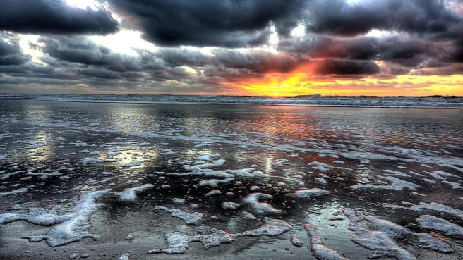 wonderful_sunset_on_a_grey_beach_scape_hdr